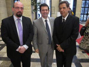 A partir da esquerda, Gustavo Semblano; o coordenador da Frente Parlamentar da Micro e Pequena Empresa do Rio de Janeiro e também deputado federal, Otavio Leite; e o presidente da Ascoferj, Luis Carlos Marins