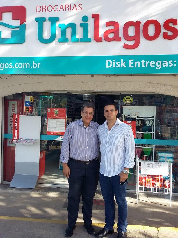 Nosso presidente ao lado do diretor da Drogarias Unilagos, de Araruama, Roxon Figueiredo